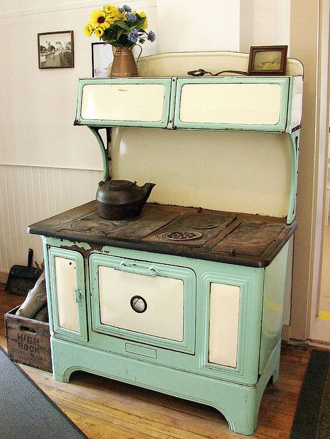 1920's green and green cast iron wood cook stove! I had this one! - 16 Best Images About WOOD COOK STOVES On Pinterest Maine, Old