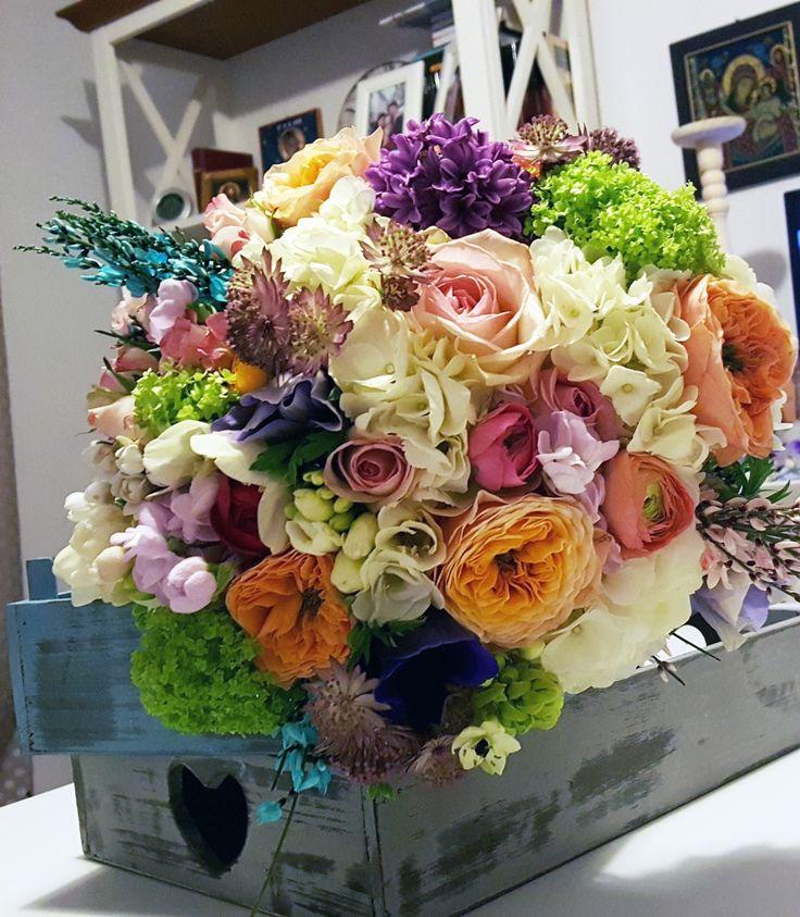 Pastel bridal bouquete. Vuvuzela rose, amenona, ranunculus.
