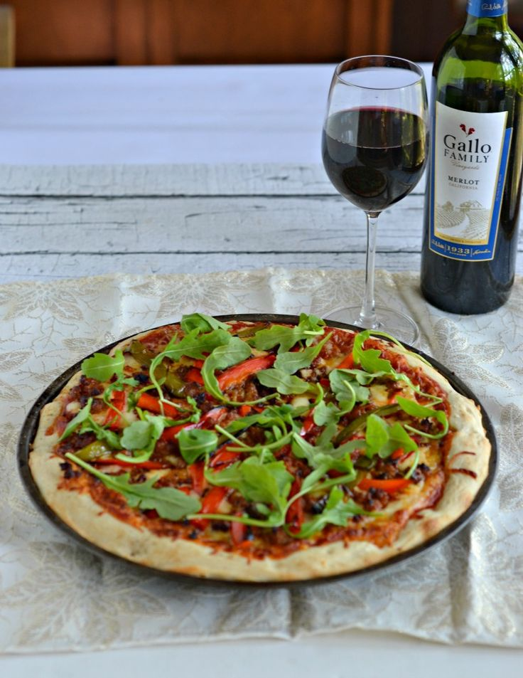 Chorizo and Roasted Pepper Pizza with Arugula is perfect for pizza night!  #SundaySupper #GalloFamily