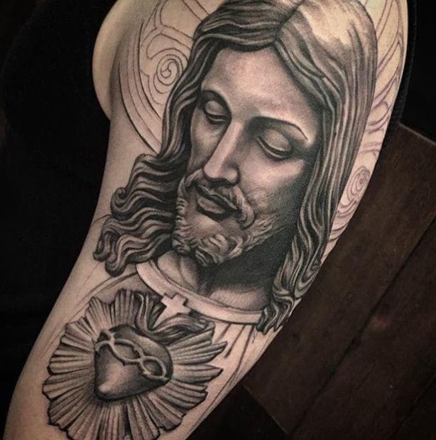 Jesus Portrat Kreuz Realistisch Portrat Tattoo