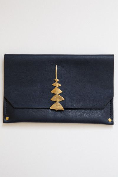 love this Navy and Gold cluttch -- yes! I want this samantha grisdale navy dreamleaf clutch.  Perfect little bag for an elegant evening out. Perfect gift for that 40+ 50+ 60+ chic midlife woman/ style/ fashion