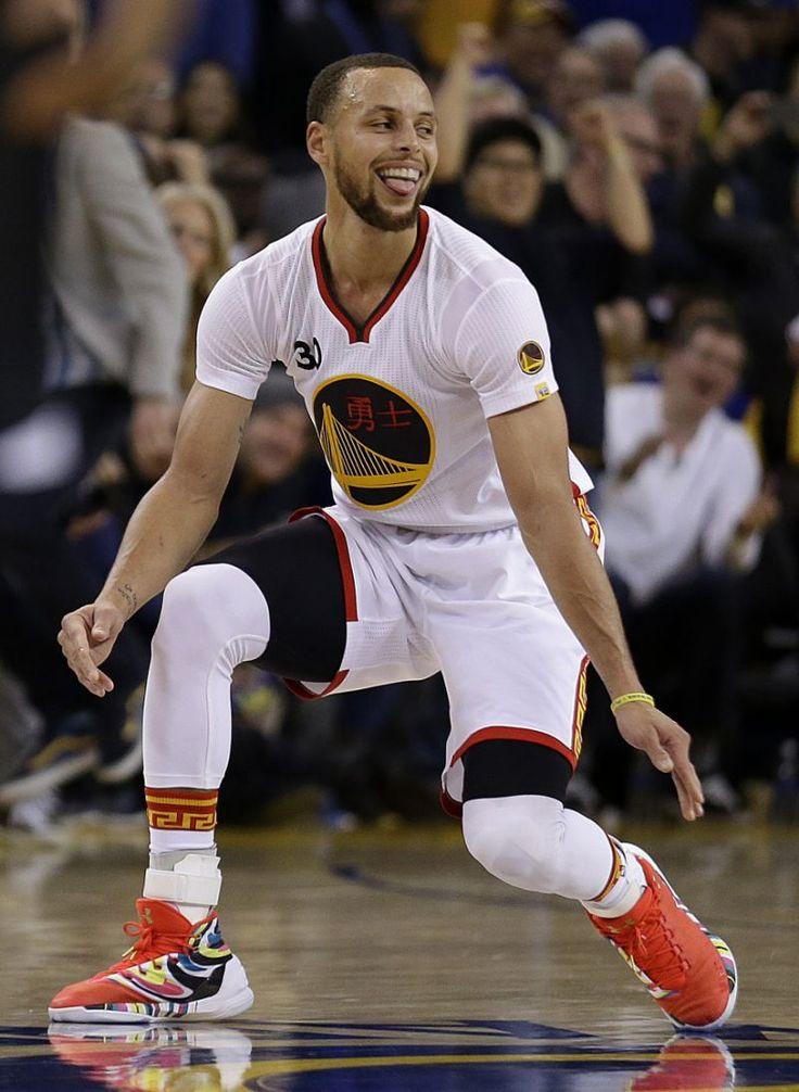 Curry's 43, halfcourt shot help Warriors top Clippers 144-98