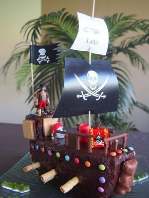 J'avais envie de surprendre mon fils pour ses 5 ans. Quoi de mieux qu'un bon gros gâteau bateau pirate pour surprendre ces têtes blondes !