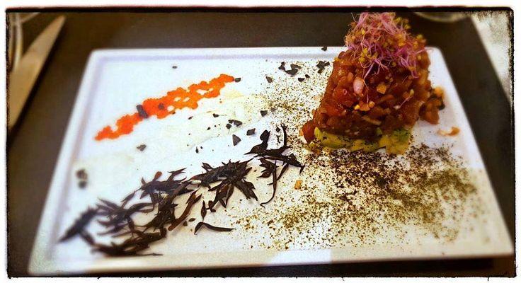 En @lanotariarestaurante podrás disfrutar de este increible #tartar de #atún acompañado de huevas de caviar y una salsa wasabi. Lee nuestro artículo en  theeatingplace.com y podrás ver qué otros platos probamos. . . . . . # #food #delicious #restaurant #fish #madrid #retiro #gastronomia #instafood #comida #foodgasm