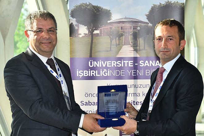 Sabancı Üniversitesi, üniversite-sanayi işbirliğine yeni bir boyut kazandırdığı Sanayi Odaklı Projeler'in çıktılarını Nanoteknoloji Merkezi'nde paylaştı.