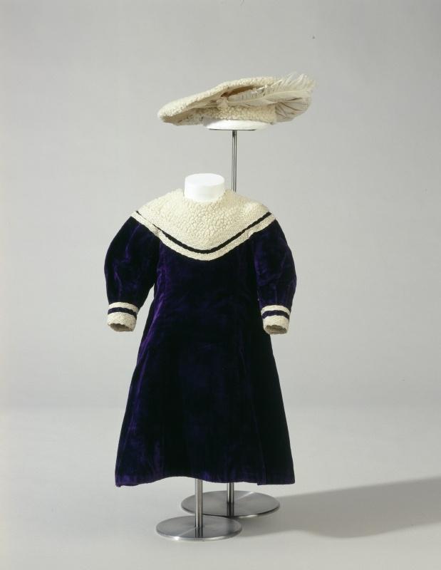 1910 Childres sailor style dress and cap (Kinderkleid mit Barett im Matrosenstil )  Germanisches National Museum number T6358  Boy?