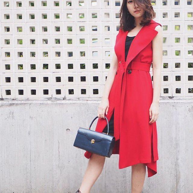 今日のコーデ。  dress / @medel_official  coat / gucci bag / vintage shoes / zara  ワンピは #medel だよ♡ こちらも今月半ば発売予定です。♡ #ootd #fashion #code #coordinate #outfit #outfitoftheday #medel_style #dress #ジレ #2way #red #kissmylook