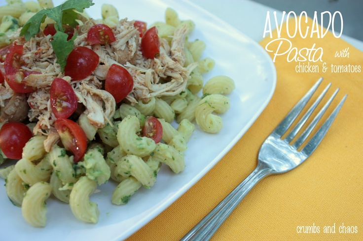Crumbs and Chaos: Avocado Pasta with Chicken & Tomatoes