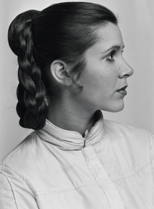 Carrie Fisher // Hair: brown - Eyes: brown - Height: 155 cm - Background: English, Russian Jewish, Scotch-Irish - Nationality: American