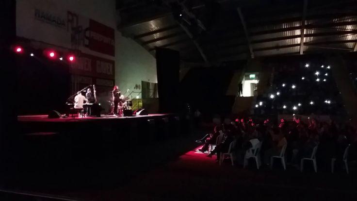 Amar pelos dois de Salvador Sobral, vencedor do Festival Eurovisão da Ca...