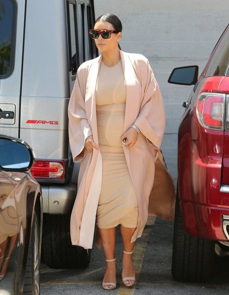 Kim Kardashian Photos - The Kardashian Clan Watches 'The Phantom of the Opera' - Zimbio