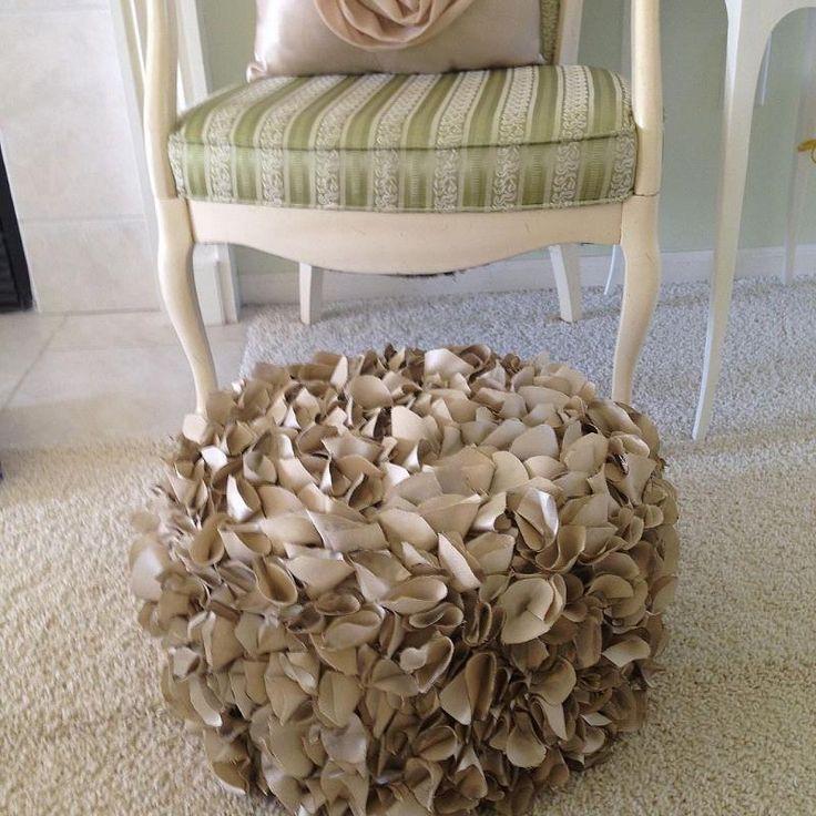 Love ! DIY:: Ruffle Pouf !
