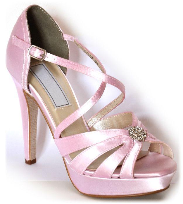 Estas pensando en llevar zapatos de color el día de tu boda? Si quieres estar a la última combina tus zapatos con el ramo, tocado o fajín! Queda precioso dar un toque de color a tu look. Puedes incluso llevar los zapatos en azul, así ya tienes solucionado lo de llevar algo azul a tu boda! En enepe tenemos muchos modelos que se pueden pedir en 120 colores, visita nuestro apartado de zapatos de fiesta: http://www.enepe.com/zapatos-fiesta.html