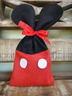 Olá!! Estes saquinhos são uma sugestão simples e de fácil execução para lembrancinha de aniversário da Casa do Mickey Mouse. Já fiz em duas ...