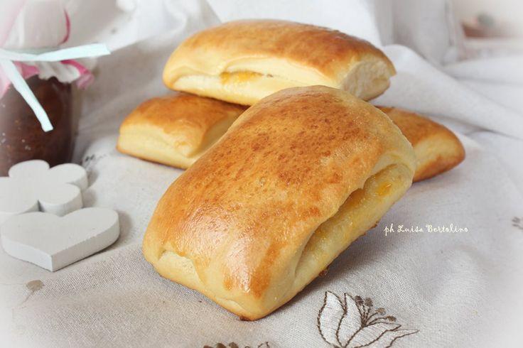 Saccottini con marmellata: e dopo i biscotti del famoso Mulino, iniziamo con la saga delle merendine...golose vero ? Se volete farcite coc la nutella ;)