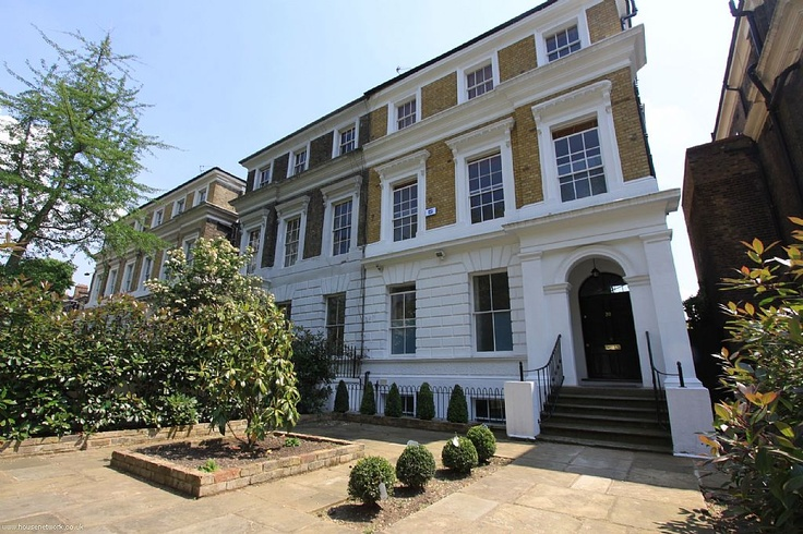 Amy Winehouse House - Front of House Courtyard - More At http://www.billionaireworldnews.com  MANSION of the WEEK