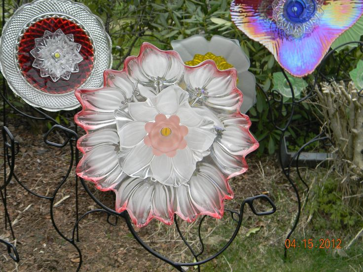 160 best images about garden totems glass flowers on for Recycled glass flowers