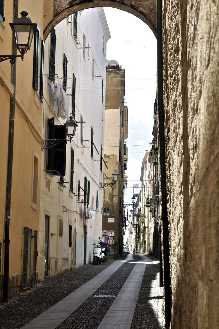 #alghero #italy #italia #italien #tourist #sightseeing #wow#wowplaces #beautiful #sea #mare #island #sun #sunshine #blog #blogger #streets