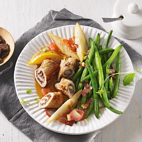 Schweinische Rouladen mit Birnen, Bohnen und Speck