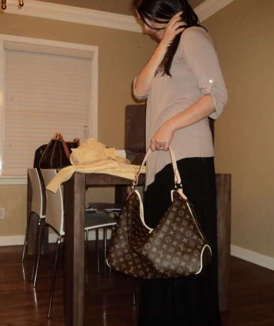 LV Monogram Melie Hobo Handbag | LOUIS VUITTON