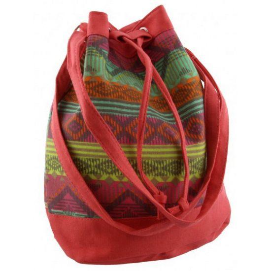 Ibiza schoudertas rood 30 cm  Ibiza tas rood 30 cm. Leuke Ibiza stijl tas in de kleuren rood groen blauw. De tas heeft een vaste verstelbare schouder hengsel. Aan de bovenzijde van de tas zit een magnetische sluiting en een touw waarmee de opening kleiner gemaakt kan worden. Formaat: ongeveer 30 x 24 x 16 cm.  EUR 22.95  Meer informatie