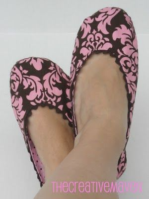 BALLERINA SLIPPERS: FREE PATTERN + TUTORIAL. For round the house.