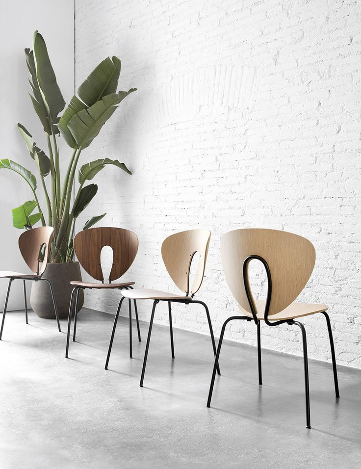The renewed STUA Globus chairs with black frame and walnut or oak plywood with black frame. This is an iconic Jesús Gasca design. GLOBUS: www.stua.com/design/globus
