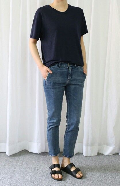 Black tee, straight jeans, black Birkenstocks