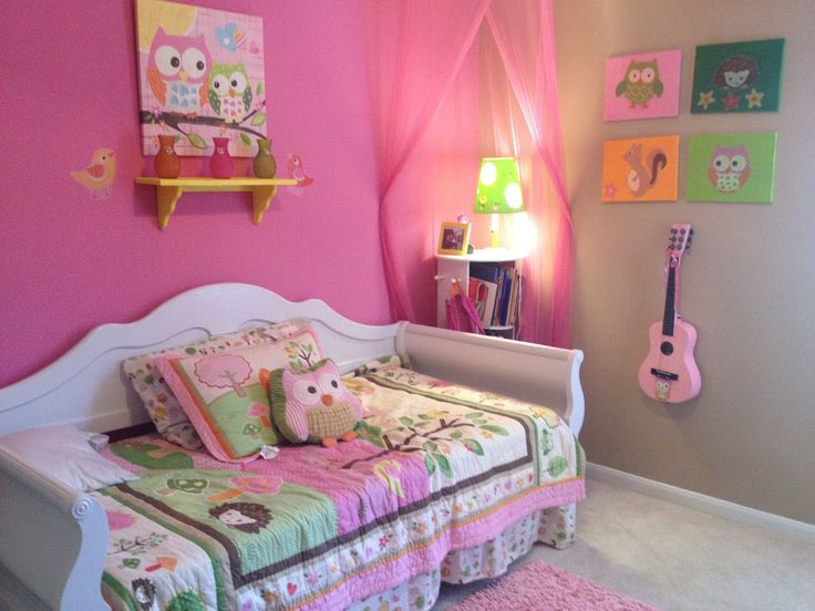 I'm loving this girl bedroom owl theme