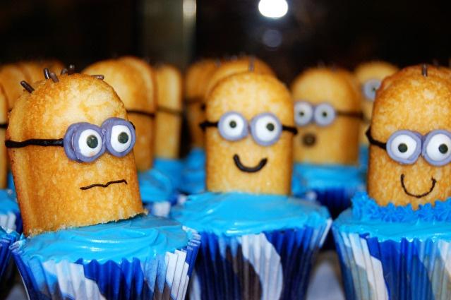 minion cupcakes.. definately wanna make these