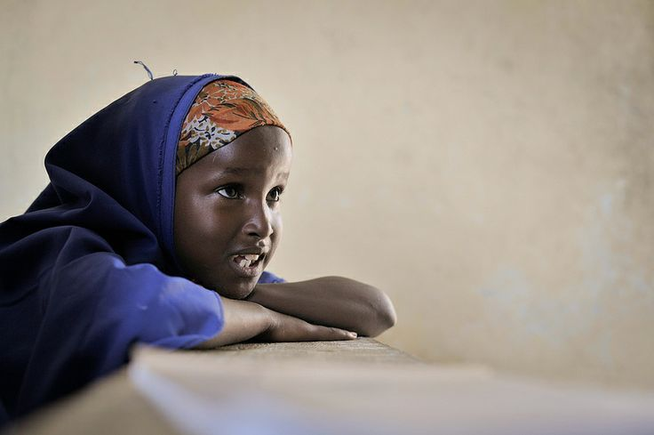 A Somali girl reads from the board during English class at a school run by the Abdi Hawa Center in the Afgoye coridor. Dr. Hawa, an internationally recognized humanitarian, established the Hawa Abdi Center in 1983, and has catered for tens of thousands over the years displaced by civil war in Somalia. The center now contains an IDP camp, a school, and a hospital. AU UN IST PHOTO / Tobin Jones
