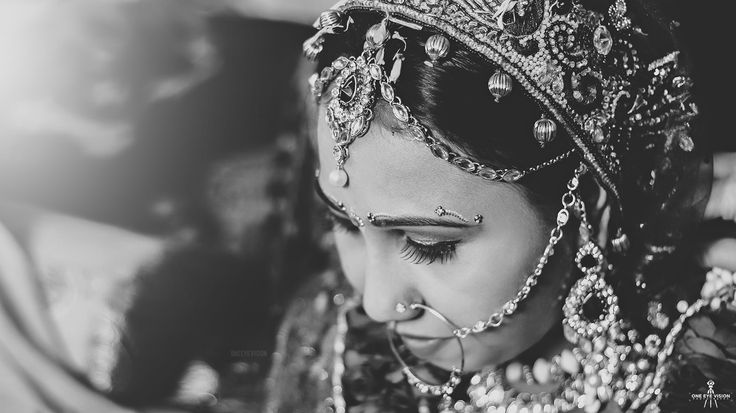 Why brides don't find what they want from a photographer? I live in ahmedabad that's why I found here this problems facing brides with incomplete details . Here are some of the points which surely helpful to find out a good photographer. So here you go ! Lack of Knowledge In Majority They Don't Know...