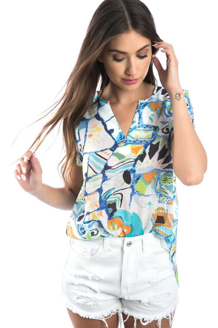Asymmetric printed blouse with V neckline and short sleeves. 70% Rayon. 30% Polyester. https://www.modaboom.com/asummetri-emprime-mplouza-mple.html