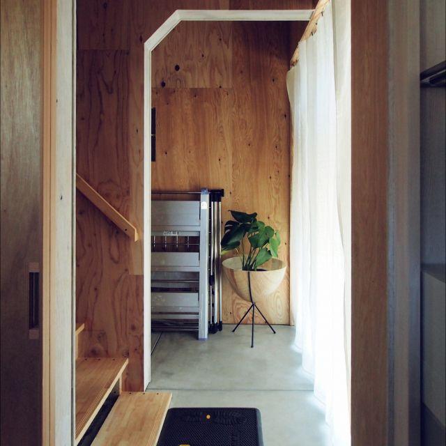 AoBさんの、玄関/入り口,観葉植物,アメリカン雑貨,土間,設計,無骨,プライウッド,IKEAのカーテンレール,合板,DIY材料,アーチの開口,生成り生地,グリーン化,工具好き,お客様の家,道具フェチ,のお部屋写真
