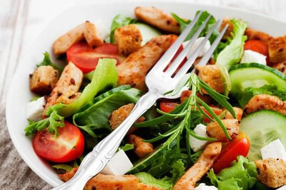 salade met krieltjes, kippenwit en gekookte ham