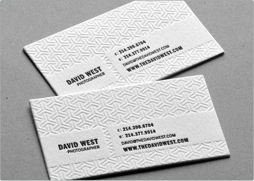 Tarjeta de visita con un tono muy elegante y profesional. Tipografía Sans serif,  tinta negra, grabado en seco y papel de algodón blanco.