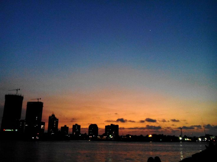 Bahia de Manga. Como me encanta mirar estos cielos.