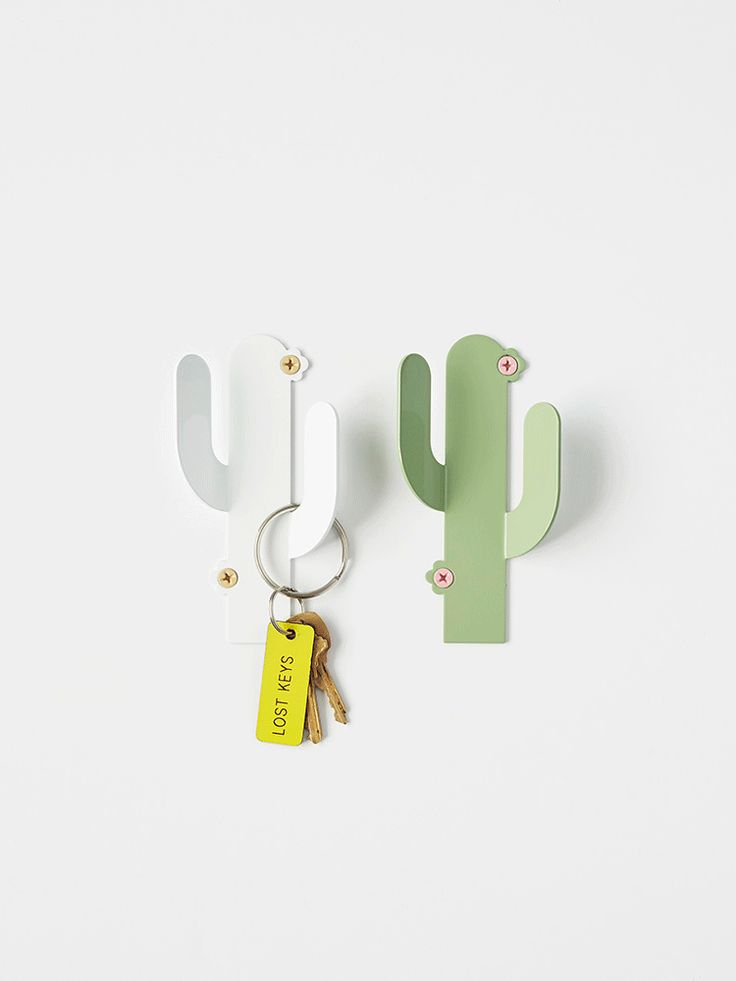 These cute things were inspired by the deserty themes of the S/S Sylvester collection. Choose from two colors with contrasting screws, the make hanging things a bit more fun. Oh and we left off the sh
