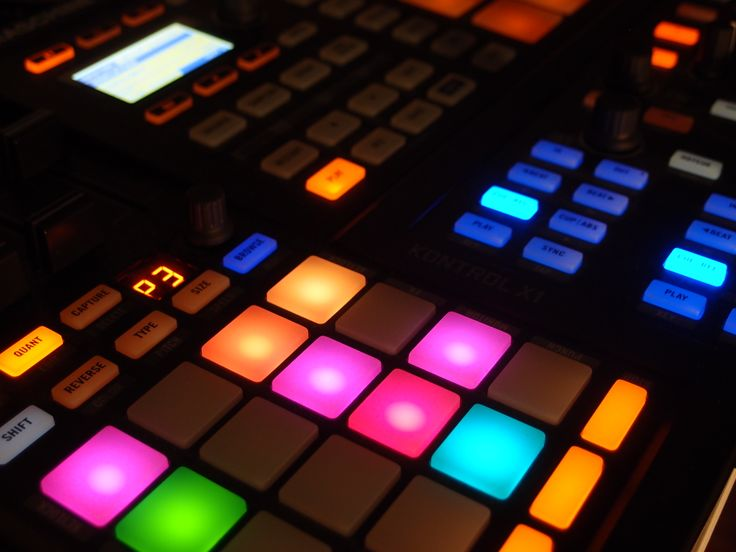 #live #traktorF1 #traktorX1 #maschine #bass #welovebass LIKE US facebook.com/weloveba55
