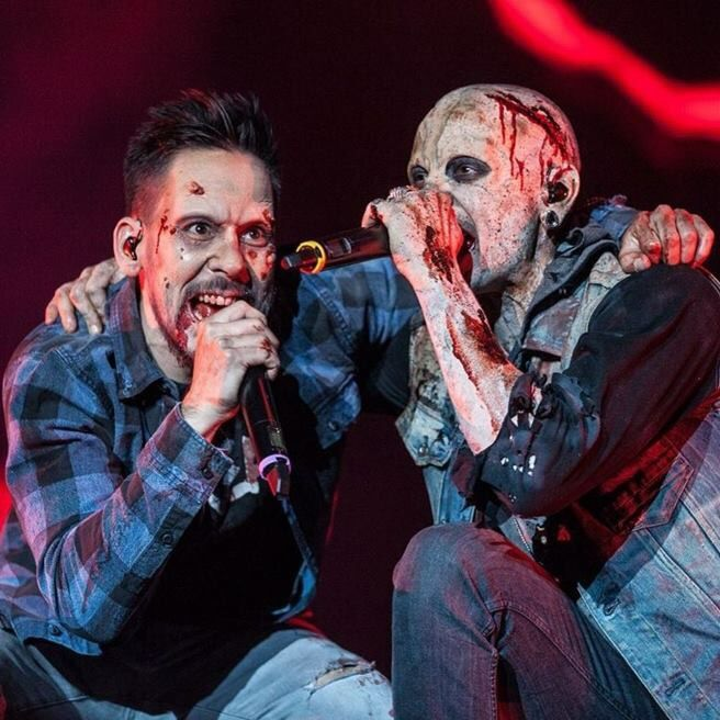 Mike & Chester became a zombies for one night at the Monster Mash show #linkinpark