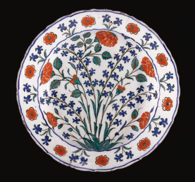 A fine Iznik polychrome dish, Turkey, circa 1575 - Sotheby's