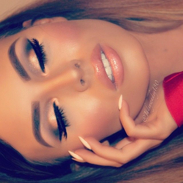 """Goodnight beauty queens This sexy blush-lip combo is #Buxom True Nude Lip foundation  in """"Undressed"""" topped with """"Yoo-Hoo"""" full bodied gloss  