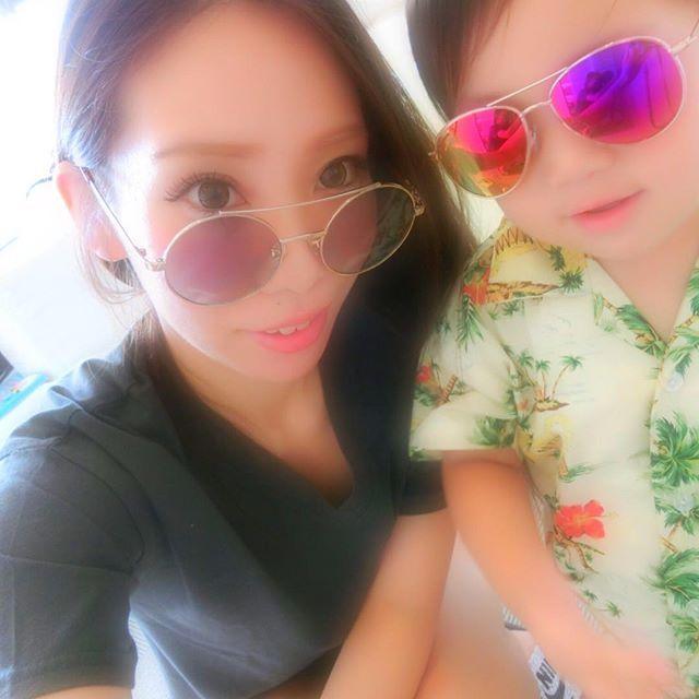 【hina_999】さんのInstagramをピンしています。 《➵➵➵➵・*  南国trip...(✮)(✮) ➟ #どこのチンピラカップルだよ  お揃いにしたつもりなかったのに  サングラスが同じ形だった!  前からのフォロワーさんは 見たことがあるであろう 去年のかりゆしウエア ギリギリ着れました なーのーにスコール☂️で即着替え  #okinawa #trip #vacances #japan #moussy #summer #beach #wedding #sunsetbeach  #沖縄#子連れ沖縄#日焼け#海#白い浜辺 #サンセットビーチ#アメリカンビレッジ #北部#ウミカジテラス  •》