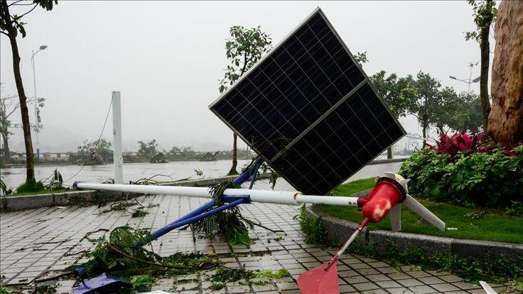 Badai tropis di China 2 orang tewas dan 17 orang hilang  BEIJING (Arrahmah.com) - Setelah badai tropis melanda China pada Ahad (10/7) setidaknya dua orang dilaporkan tewas dan 17 orang masih menghilang.  Kantor berita negara Xinhua mengutip pernyataan dari kantor pengendalian banjir Provinsi Fujian bahwa 438.000 warga di sembilan kota untuk sementara telah dievakuasi setelah badai Nepartak telah menghancurkan lebih dari 1.000 rumah.  Hampir 49.000 hektar tanaman rusak yang 4.500 hektarnya…