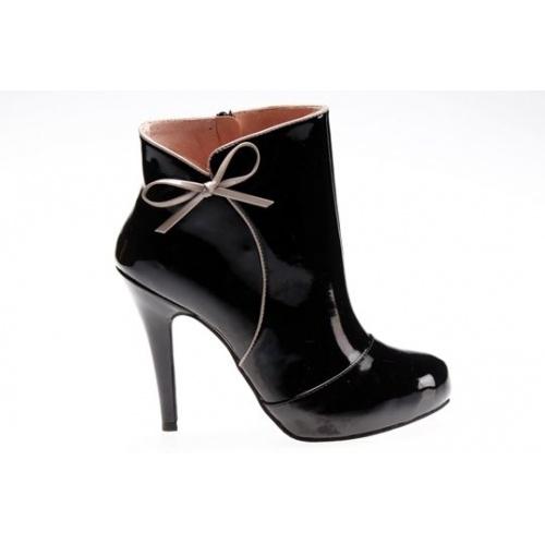 Ankle Varnish Boots.  Shop Now: www.vendas-europe.com