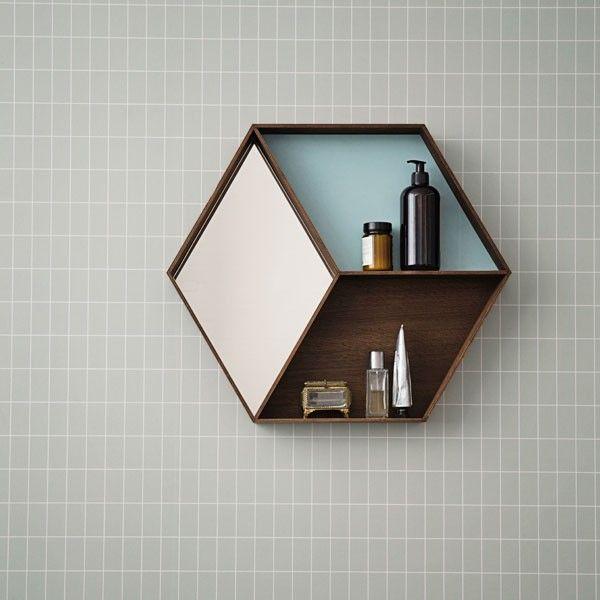 Multifunctioneel, modern en bijzonder 50 x 60 x 8cm  Ferm Living Wall Wonder spiegel Leverbaar in Eiken en esdoorn