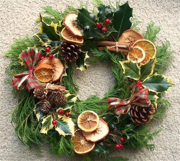 awsome christmas decoration ideas fresh wreath designs evergreens fruits pine cones