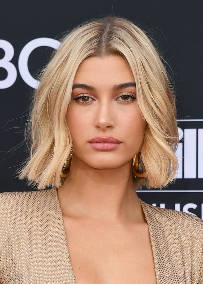 Le carré court wavy d\u0027Hailey Baldwin en 2019