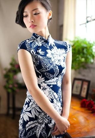 Traditional Chinese Dress- White Big Flower http://www.mkspecials.com/ http://www.kickscenter.com
