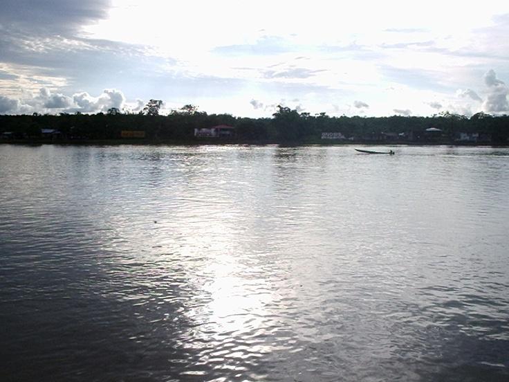 Rio Atrato, uno de los mas caudalosos del mundo, baña la ciudad quien se situa a la orilla de este.